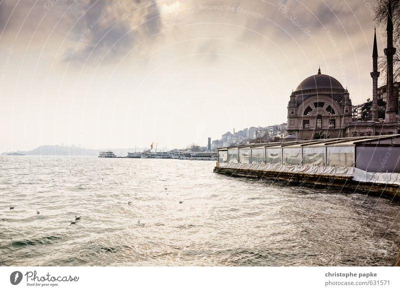 Dolmabahçe Moschee Ferien & Urlaub & Reisen Stadt Wolken Küste Religion & Glaube Tourismus Schönes Wetter Kirche historisch Skyline Flussufer Stadtzentrum