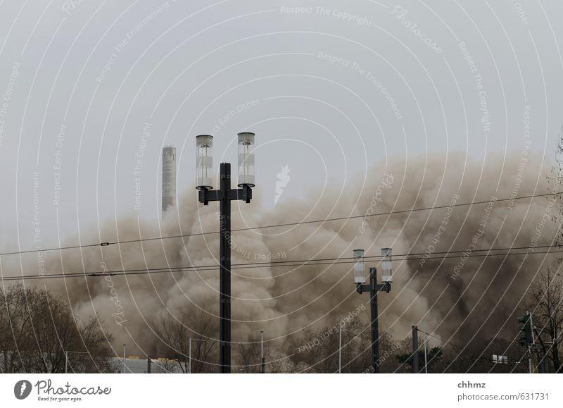 Ganz schön Staub aufgewirbelt Stadt Wolken gelb grau Sand braun Luft Wind Hochhaus Sträucher Energie Kabel Straßenbeleuchtung Verfall Frankfurt am Main