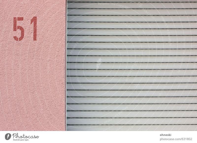 Area 51 Haus Mauer Wand Fassade Fenster Ziffern & Zahlen Stadt rosa Angst Schutz Häusliches Leben Hausnummer Farbfoto Außenaufnahme abstrakt Muster