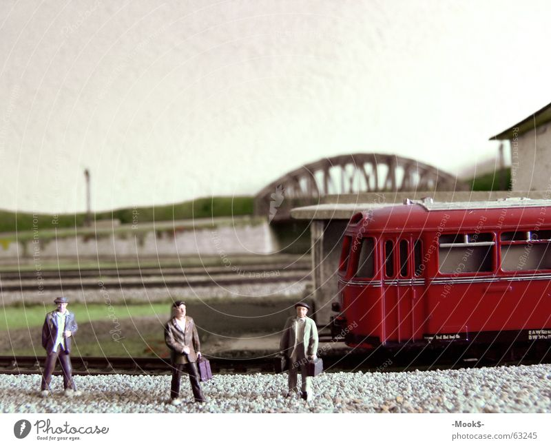Bitte einsteigen! Mensch Ferien & Urlaub & Reisen rot Brücke Eisenbahn Gleise Bahnhof Abschied Bahnsteig Ankunft Passagier Wiedersehen Abfahrt