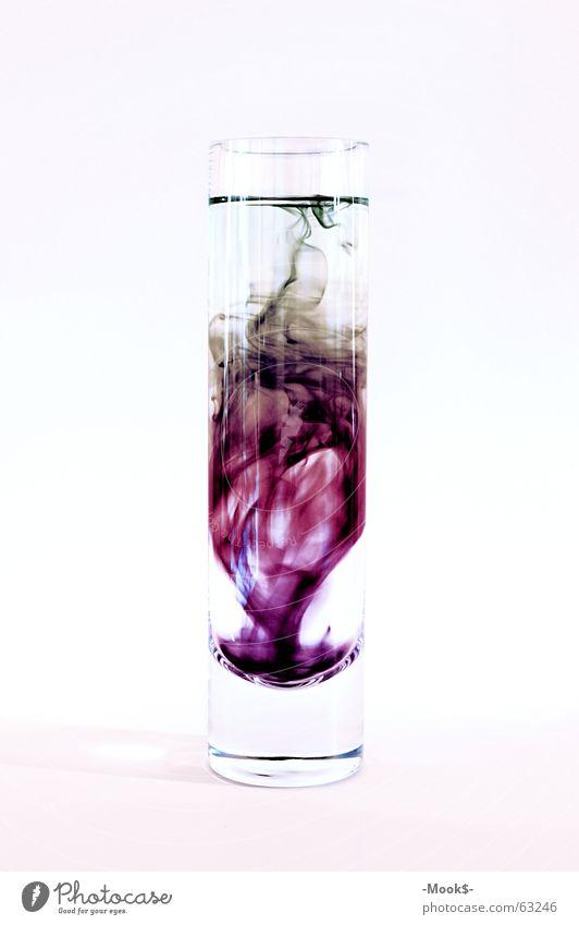 Tintenmix mehrfarbig trüb schwer violett durchsichtig Glas hell weis Wasser