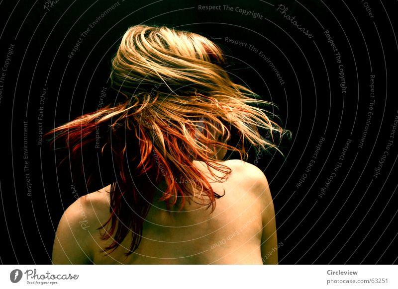Bis zur Unkenntlichkeit Frau Freude schwarz Haare & Frisuren Kraft Körper Haut Brand Geschwindigkeit Energiewirtschaft Freizeit & Hobby Spannung Schwung