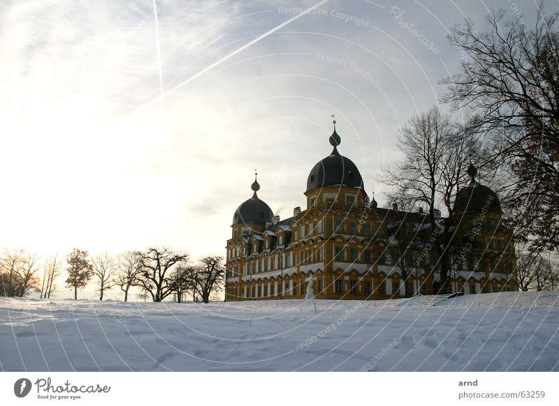 früher vogel schießt das bild Schloß Seehof Bamberg Winter kalt Baum Mauer Gemäuer Wolken Licht Burg oder Schloss Schnee Himmel Sonne Morgen