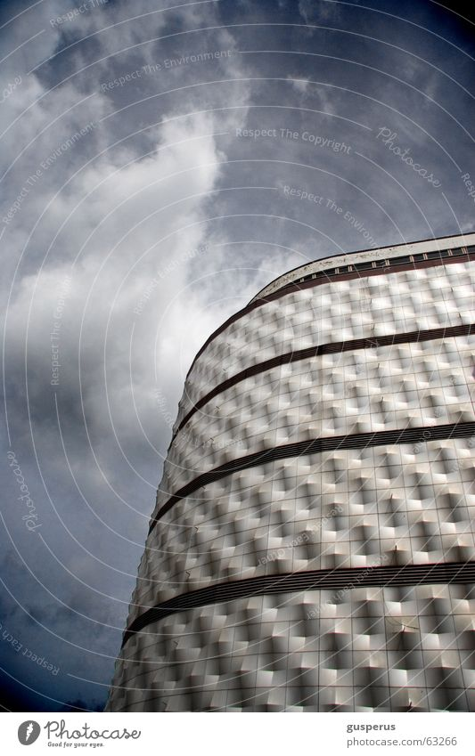{ Blechbüchse } alt blau Sommer Haus schwarz springen Gebäude Graffiti Deutschland Hochhaus modern Coolness Leipzig Geometrie Osten
