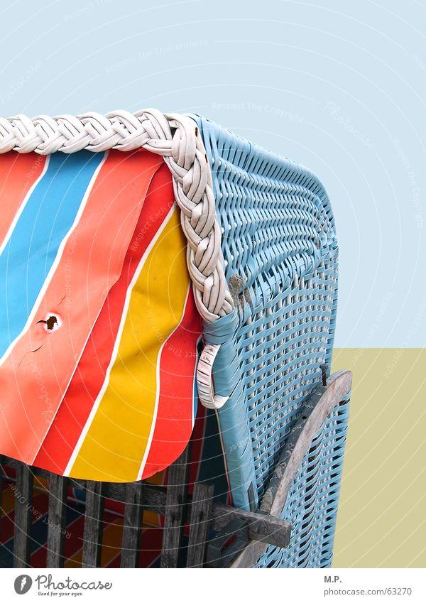 Strandkorb Meer Nordsee Ostsee Küste Ferien & Urlaub & Reisen Miete blau rot gelb Sand gestreift Fröhlichkeit mehrfarbig Korb Markise graphisch Detailaufnahme