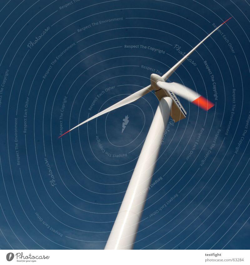 sonnig Energiewirtschaft High-Tech Erneuerbare Energie Windkraftanlage Umwelt Himmel Bewegung gigantisch hoch blau alternativ Elektrizität ökologisch motion