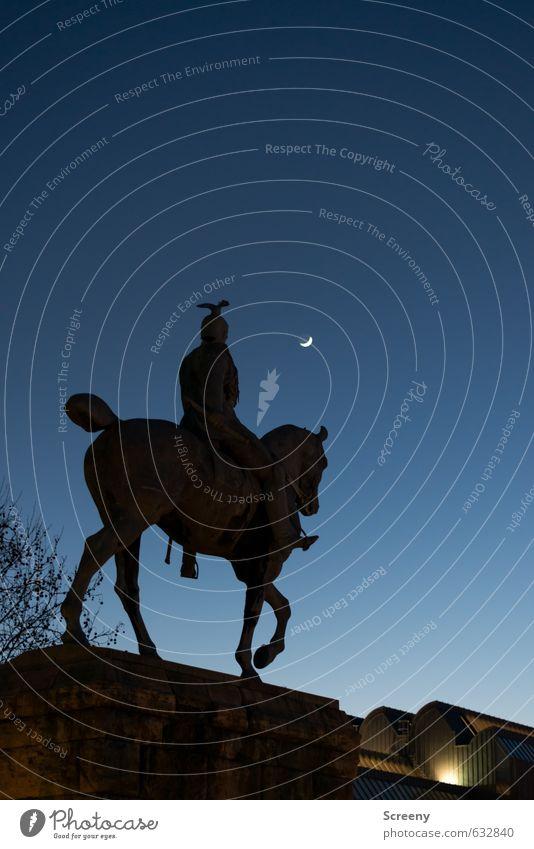 To the moon... Himmel blau alt Stadt ruhig schwarz Senior Gebäude Kraft Ordnung Tourismus hoch Macht Kultur historisch Gelassenheit