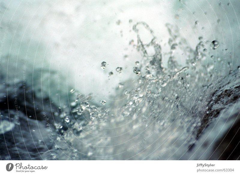 SilverWater nass kalt Wildbach Flüssigkeit Schaum Strömung Wasserwirbel Wassertropfen Bewegung Dynamik Fluss Mineralwasser