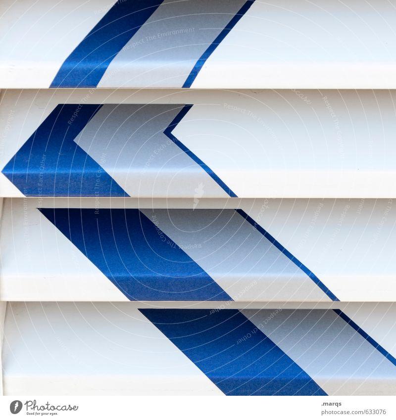 Linksherum Metall Zeichen Pfeil blau weiß Richtung Orientierung links Perspektive hell-blau Lack Farbfoto Außenaufnahme Nahaufnahme Strukturen & Formen