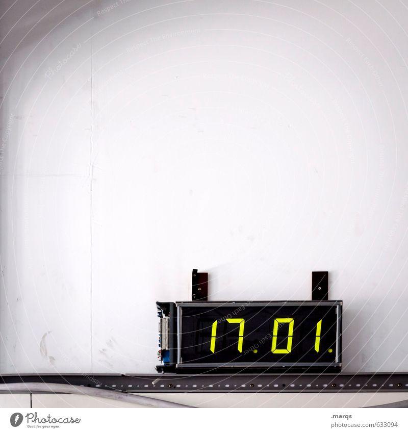 Feierabend Innenarchitektur Arbeit & Erwerbstätigkeit Arbeitsplatz Büro Fabrik Uhr Digitaluhr Technik & Technologie Mauer Wand Zeichen Ziffern & Zahlen einfach