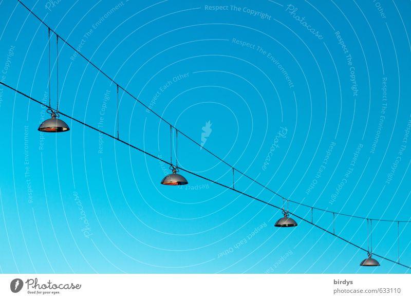blau Hochspannungsleitung Lampe Straßenbeleuchtung Wolkenloser Himmel Schönes Wetter leuchten ästhetisch türkis 4 Stahlkabel Beleuchtung Licht Blauer Himmel