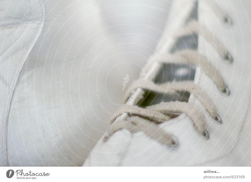 halbschuh | halbe sachen Sport Schlittschuhe Schlittschuhlaufen Turnschuh Schuhbänder Leder weiß Eiskunstlauf Schuhe Menschenleer