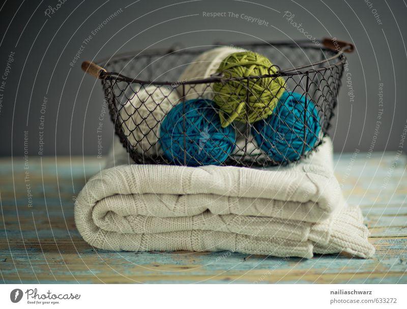 Balls of Wool Pullover Dekoration & Verzierung stricken Wolle Knäuel drahtkorb Korb Decke Wolldecke Tisch Holz einzigartig kuschlig natürlich positiv retro