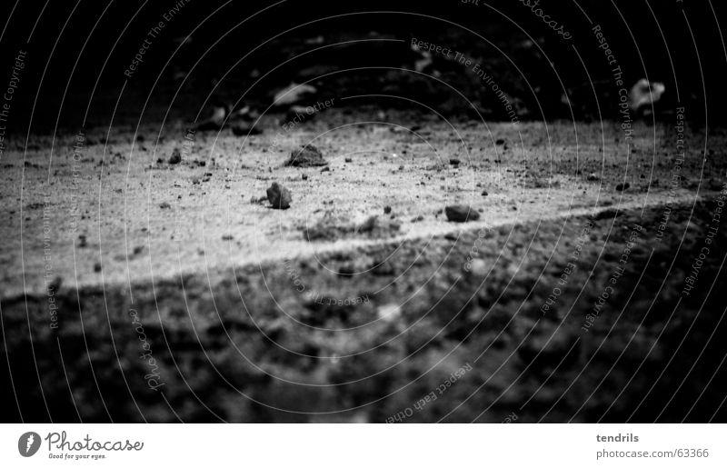 Nummero UNO weiß schwarz Einsamkeit Straße Stein klein chaotisch