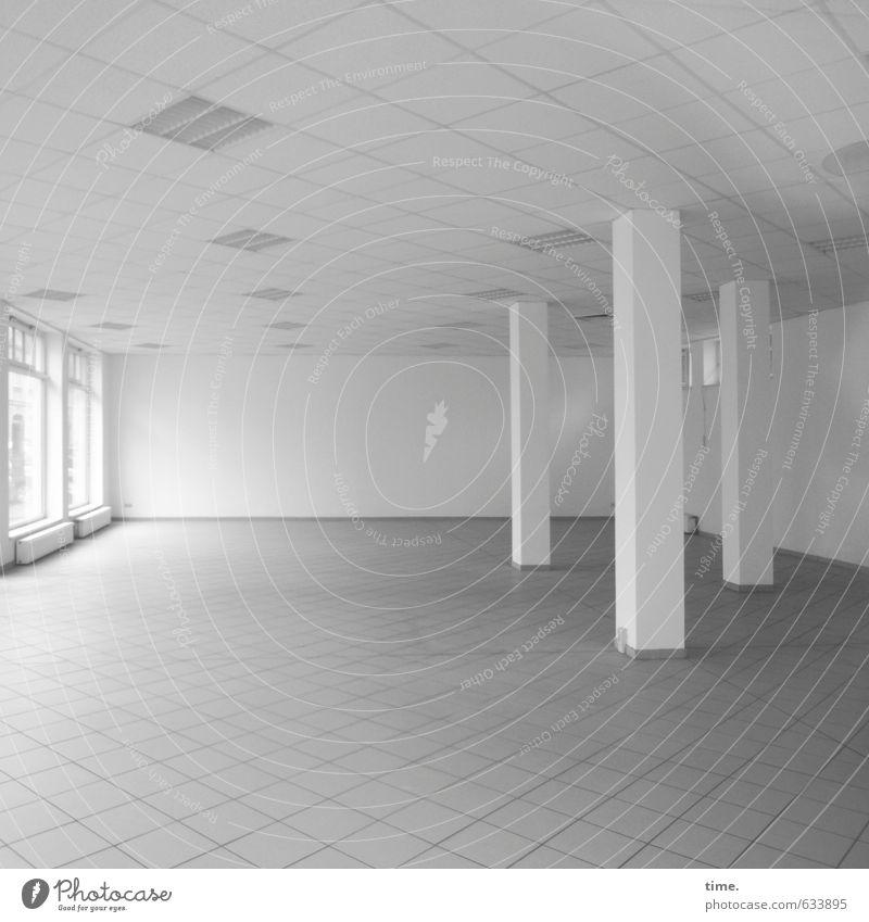 schöner leerstehen Haus Gebäude Architektur Ladengeschäft Mauer Wand Fenster Säule Bodenbelag Decke ästhetisch elegant hell trocken Stadt Einsamkeit Erwartung