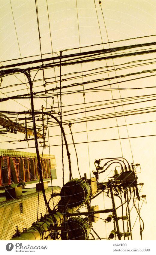 japan kabel Japan Elektrizität abstrakt fein Physik Leuchtreklame chaotisch Kabel Stadt Fett Wärme Himmel hoch Zusteller Energiewirtschaft