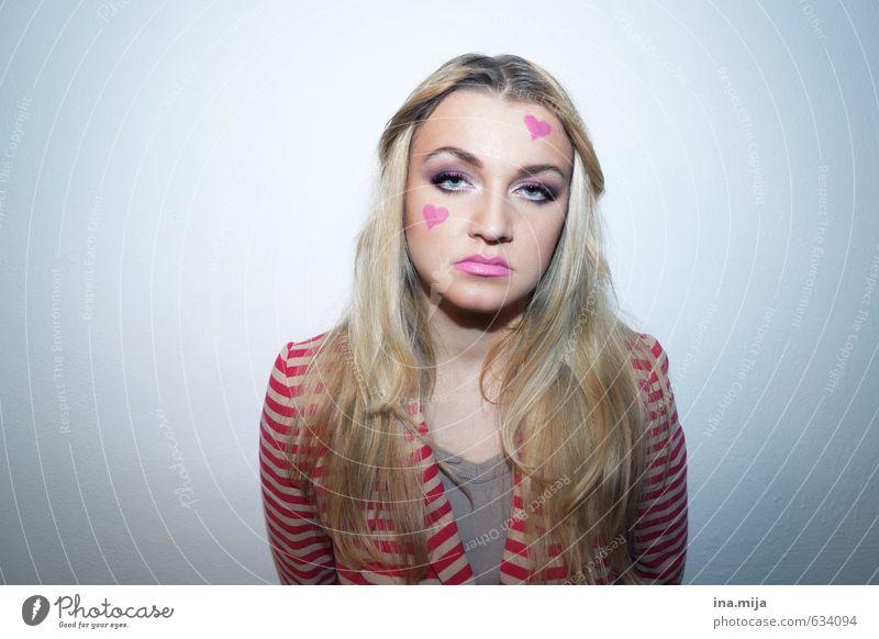 wos wüstn? Mensch Frau Jugendliche blau Einsamkeit Junge Frau 18-30 Jahre Erwachsene feminin Haare & Frisuren Feste & Feiern Party rosa blond Geburtstag Kultur