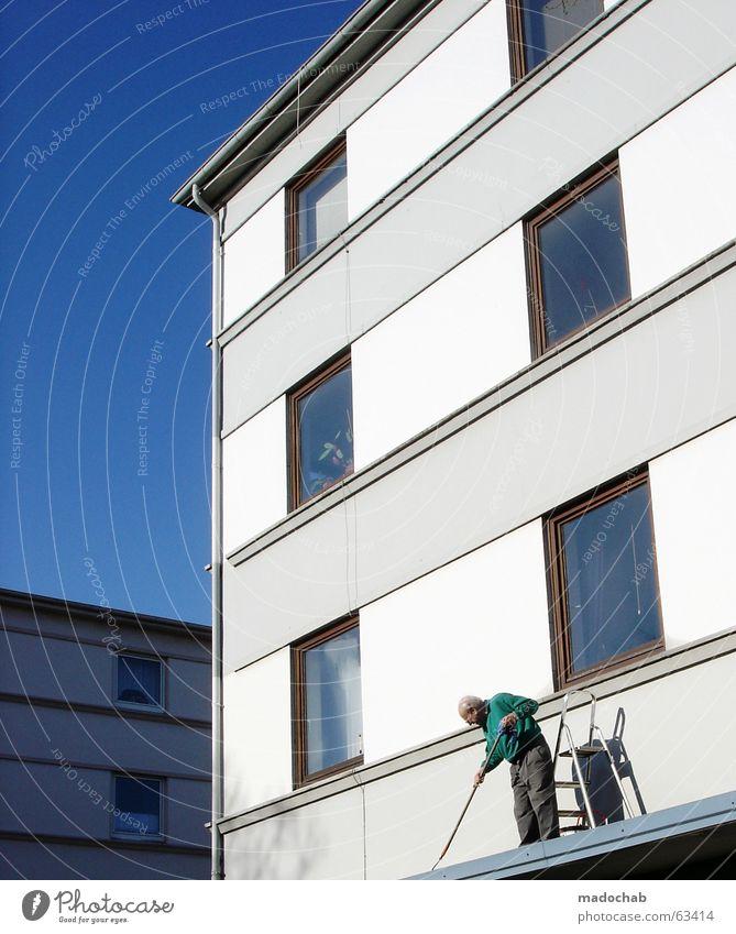 GRAU IN GRAU   rentner sauermachen putzen alter hobby Mensch Himmel Mann blau weiß Stadt Einsamkeit Haus ruhig Fenster Wand Senior Architektur grau Linie