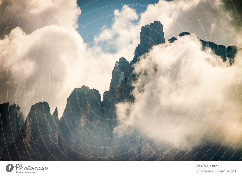Felsig bis wolkig Natur Pflanze Sommer Wolken Berge u. Gebirge Umwelt Gefühle Felsen Tourismus Kraft authentisch gefährlich Spitze Italien Schönes Wetter
