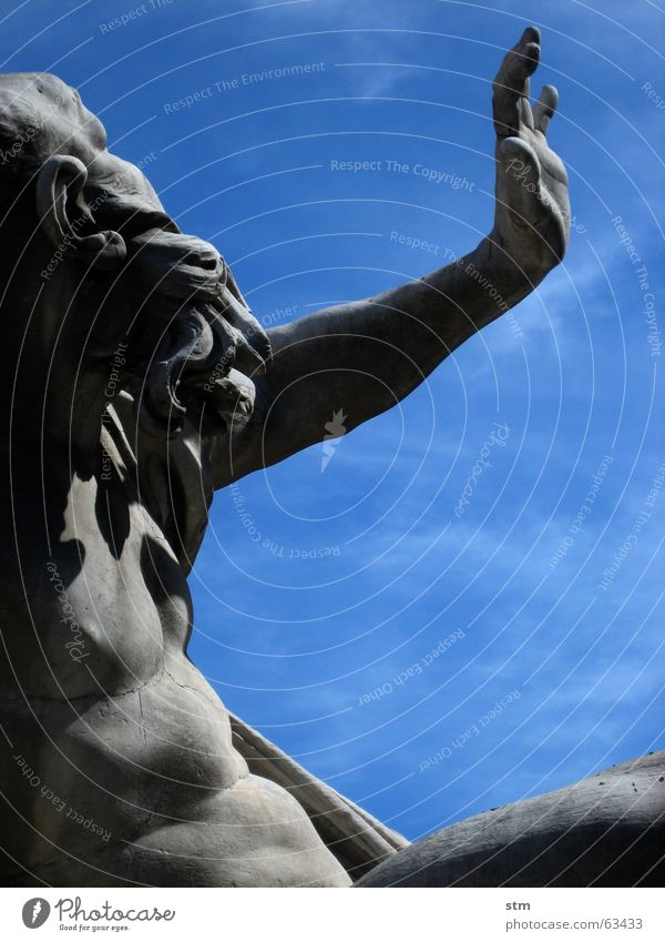 roma capoccia 2 blau grau Skulptur Rom Piazza Navona
