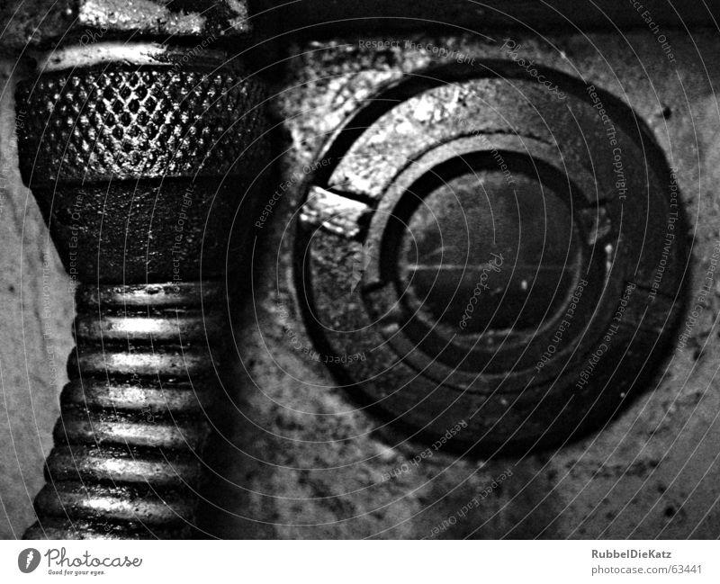 Schauglas schwarz weiß Wellen Garnspulen drehmaschiene alt Rost Industriefotografie Metall Erdöl Fett Schraube Drehgewinde Filter Makroaufnahme blau Kabel