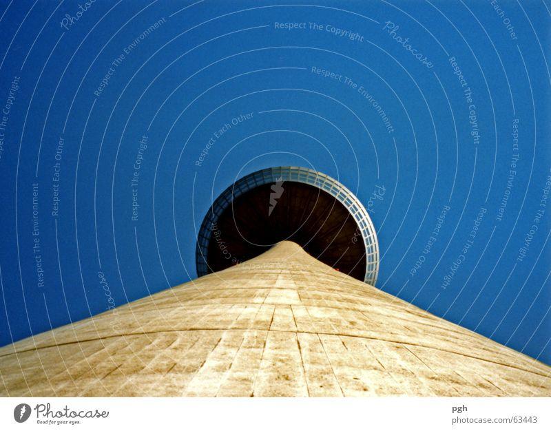 Hoch hinauf Himmel blau Perspektive Turm Köln