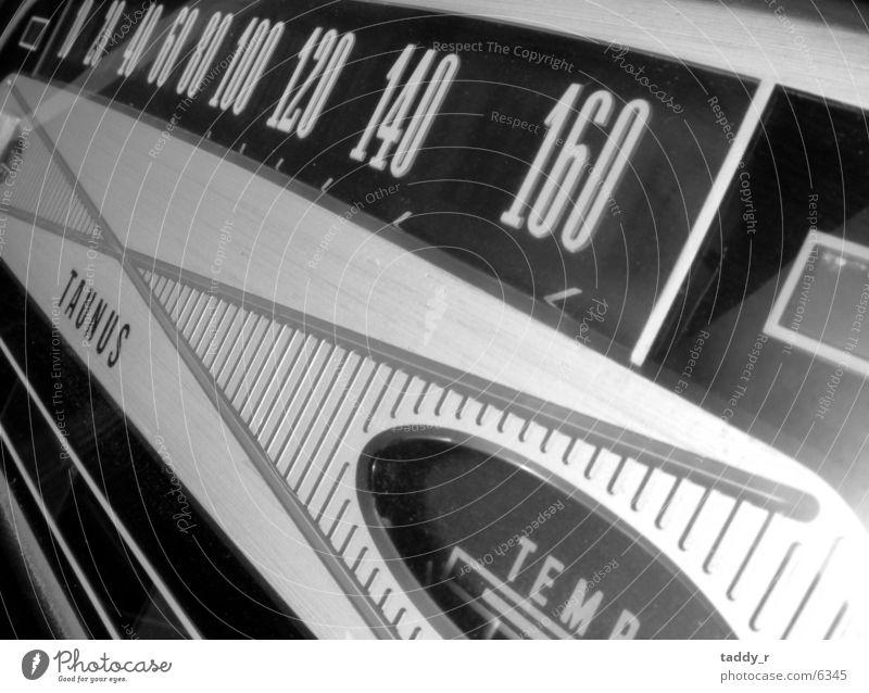 Tacho Ford 12m_1 Verkehr Oldtimer Schwarzweißfoto Tachometer