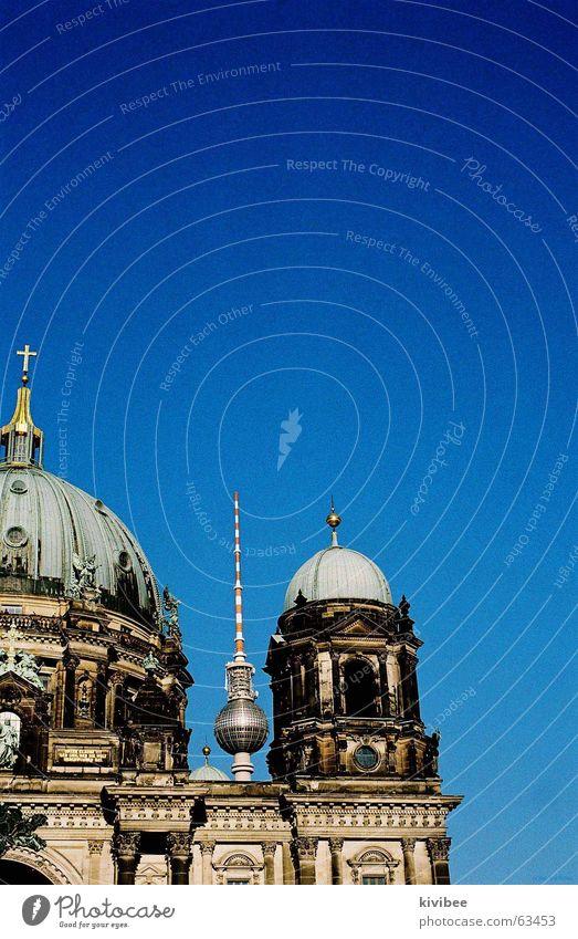 berlin blue Himmel blau Ferne Berlin Architektur rund Kugel Mitte Barock Museumsinsel