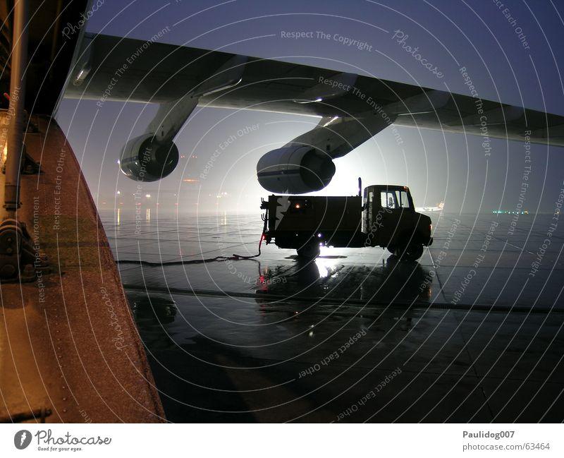 Darwins Nightmare Nacht eng hilflos Langzeitbelichtung Stativ Viktoria See Frachtflugzeug Flugzeug bedrohlich