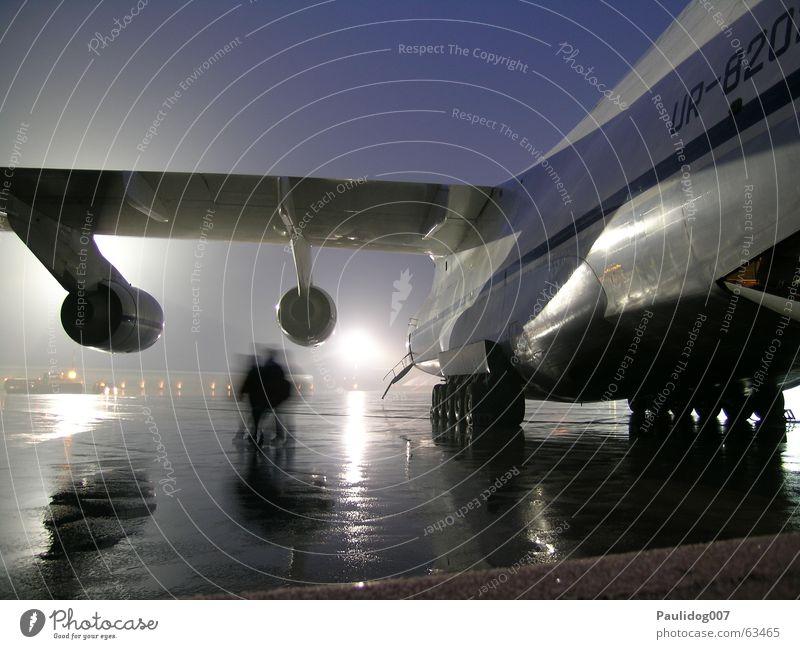 Big Deal Frachtflugzeug Tansania Nacht beherrschen Langzeitbelichtung Güterverkehr & Logistik 124 air cargo Landebahn Flughafen ausbeutung