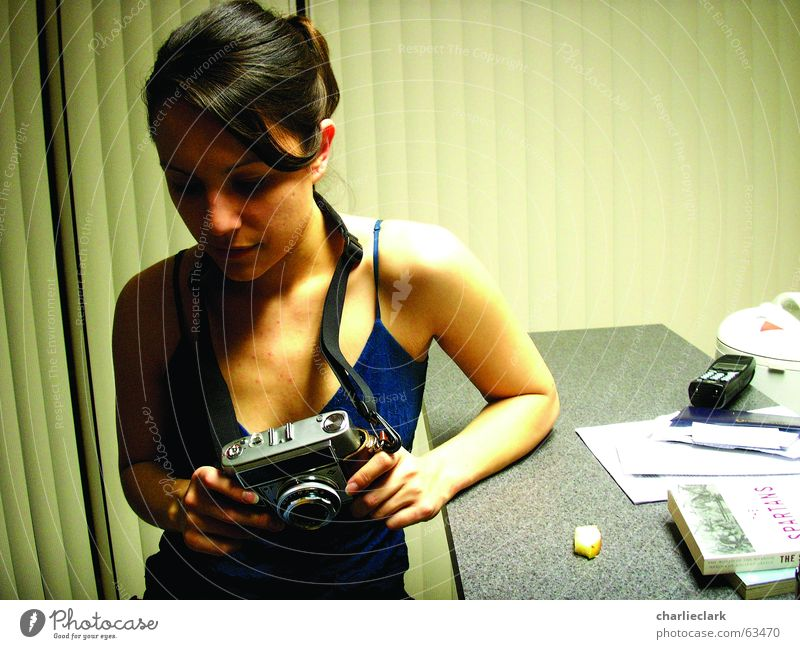 camera girl Fotografie woman girl with camera old camera optima home the moment before the snaps are taken Innenaufnahme