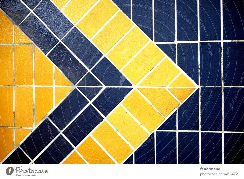 Flagstones Muster Wand Fliesen u. Kacheln S-Bahn gelb Pfeil Bahnhof blau Spitze flagstones patterned blue arrow wuhletal