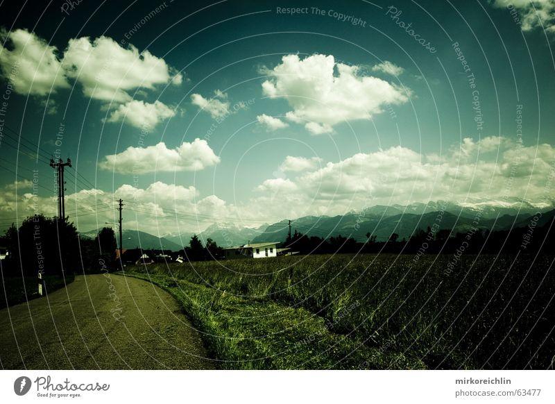 EXTREME 3 Himmel weiß grün blau Wolken Leben dunkel Tod hell Schilder & Markierungen gefährlich bedrohlich berühren türkis Strommast Leitung