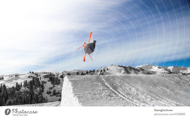 Backflip Mensch Himmel blau weiß Landschaft schwarz Berge u. Gebirge Umwelt Bewegung Sport fliegen maskulin Lifestyle ästhetisch Alpen Schneebedeckte Gipfel