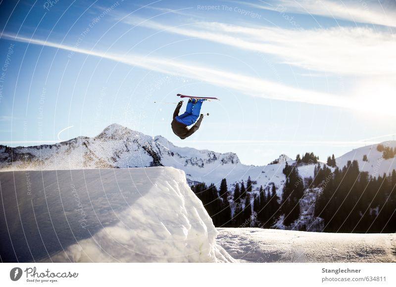 Sideflip Mensch Natur blau weiß Landschaft Freude schwarz Berge u. Gebirge Schnee Sport fliegen maskulin ästhetisch Coolness Schneebedeckte Gipfel Skifahren