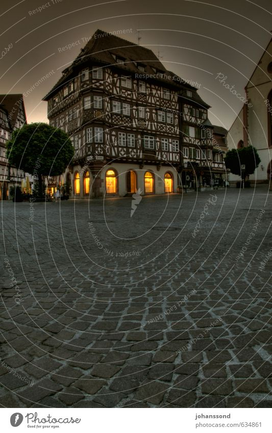 Mosbacher Altstadt kaufen Tourismus Sightseeing Städtereise Deutschland Kleinstadt Stadtzentrum Haus Marktplatz Fachwerkhaus Pflastersteine Stein alt bedrohlich