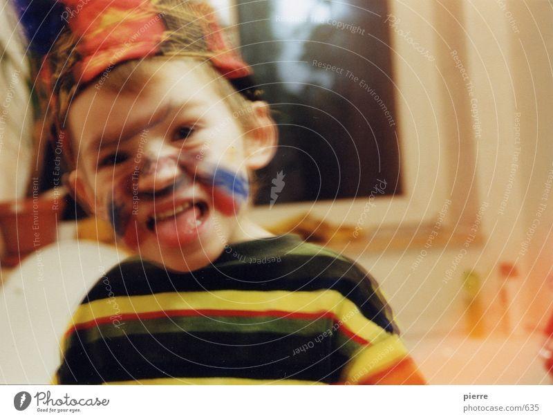 indianer Kind Indianer mehrfarbig Schminke Junge Zunge frech Unschärfe