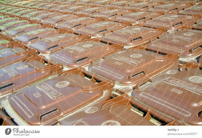Eimer-Parade braun obskur Reihe Müllbehälter Fass Matrix