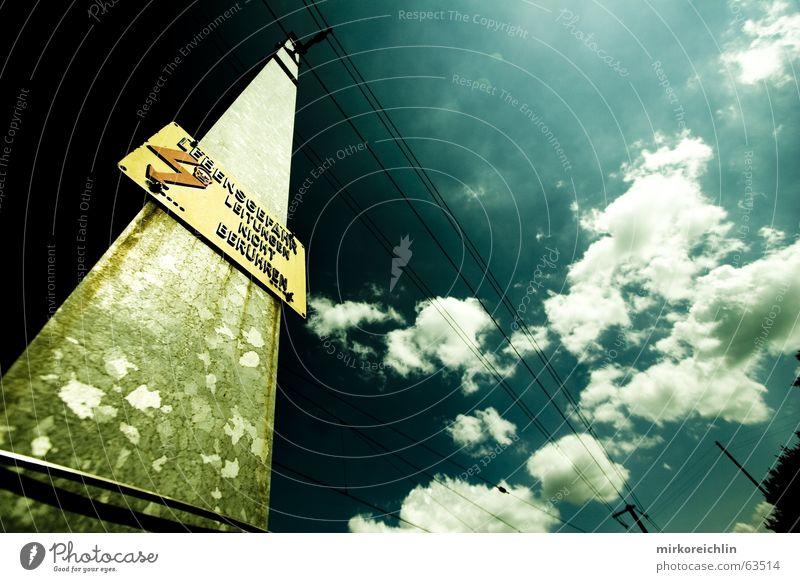 EXTREME 4 extrem Wolken türkis grün dunkel gefährlich Lebensgefahr Leitung berühren Blitze weiß bedrohlich Himmel blau Kontrast nicht Schädel Tod