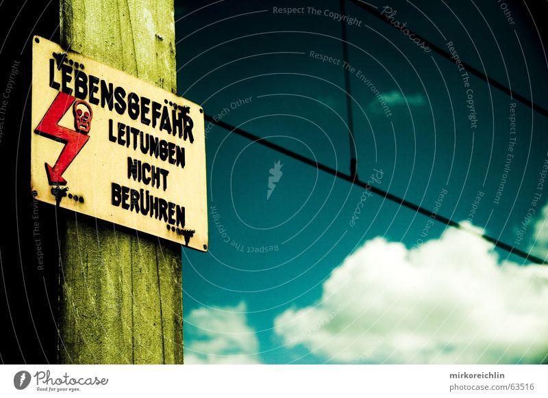 EXTREME 6 Himmel weiß grün blau Wolken Leben dunkel Tod hell Schilder & Markierungen gefährlich bedrohlich berühren Blitze türkis Strommast