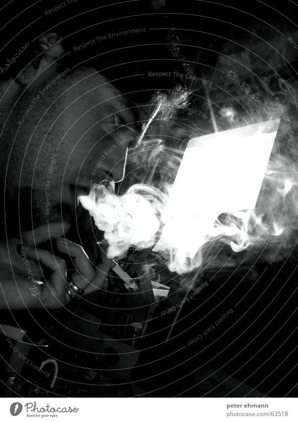 smokin` in the boys room Nikotin Bart Rauch Zigarette Hand Licht schwarz weiß Rauchen Finger glühen Silhouette Suche Haare & Frisuren smoke Blick Auge Schatten
