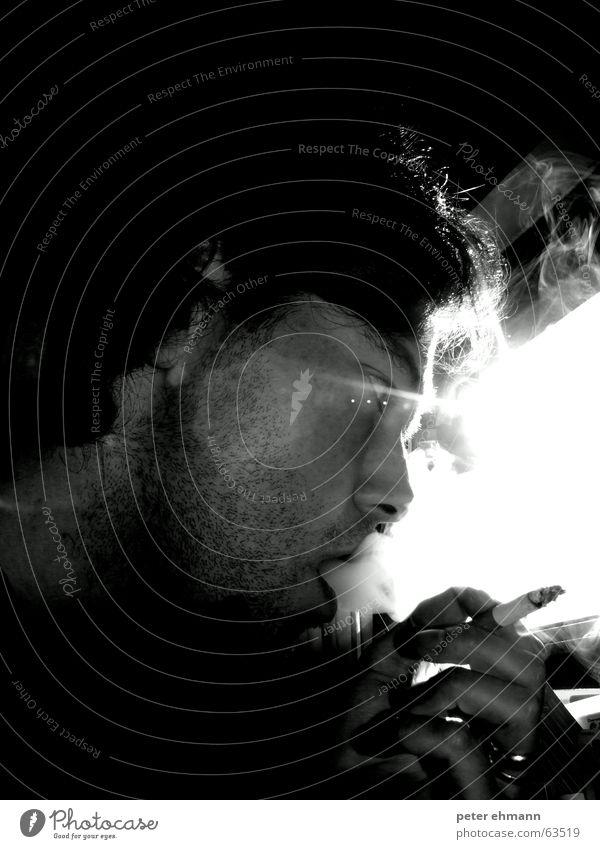 Smoker Nikotin Bart Rauch Zigarette Hand Licht schwarz weiß Rauchen Finger glühen Silhouette Suche Haare & Frisuren smoke Blick Auge Schatten Nase Profil