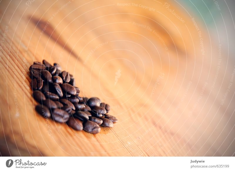 Kaffee-Liebe Lebensmittel Kaffeebohnen Kaffeetrinken Lifestyle Glück Gesunde Ernährung Sinnesorgane Duft Häusliches Leben Wohnung Tisch Valentinstag Herz Kitsch