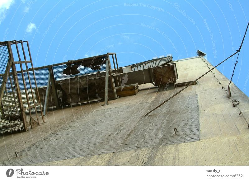 Lagerhaus Silo Industrie Perspektive hoch Leiter Baugerüst Himmel