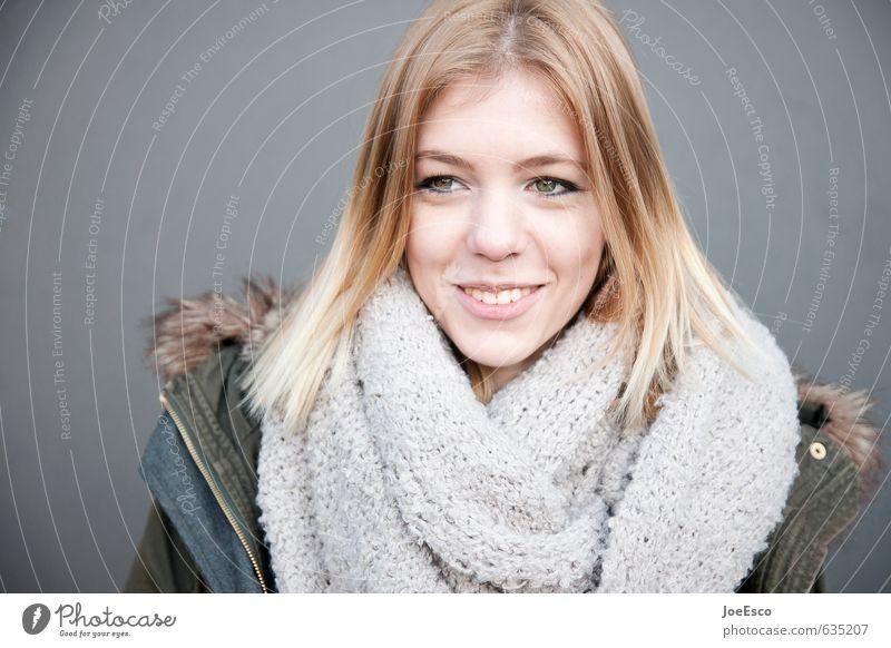 #635207 Freude Schule Studium Junge Frau Jugendliche Erwachsene Leben Gesicht 1 Mensch Mode Jacke Schal Lächeln lachen leuchten authentisch blond Freundlichkeit