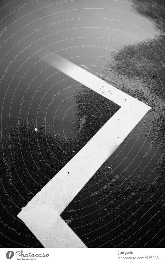 Ethno-Look Stadt weiß Umwelt Straße Bewegung Wege & Pfade Linie Kunst PKW Regen Verkehr Schilder & Markierungen Design ästhetisch nass Ausflug