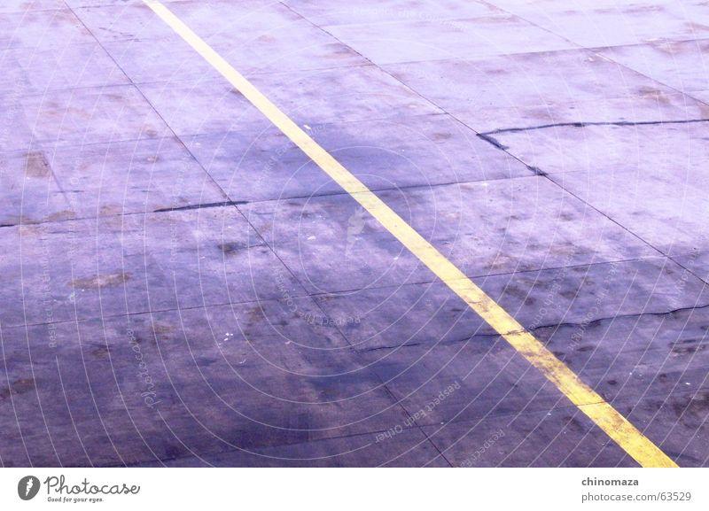 yellow line Tanzfläche gelb Flughafen