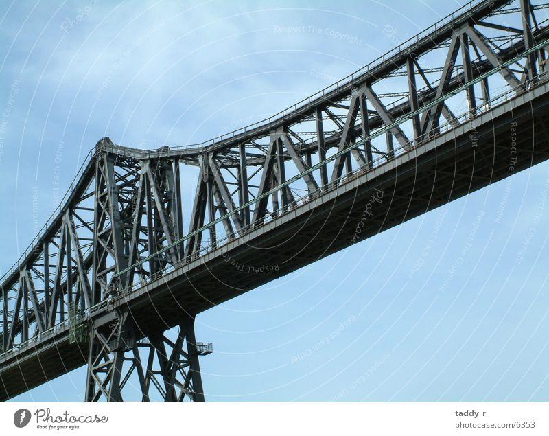 Brücke 1 Himmel grau Eisenbahn Stahl