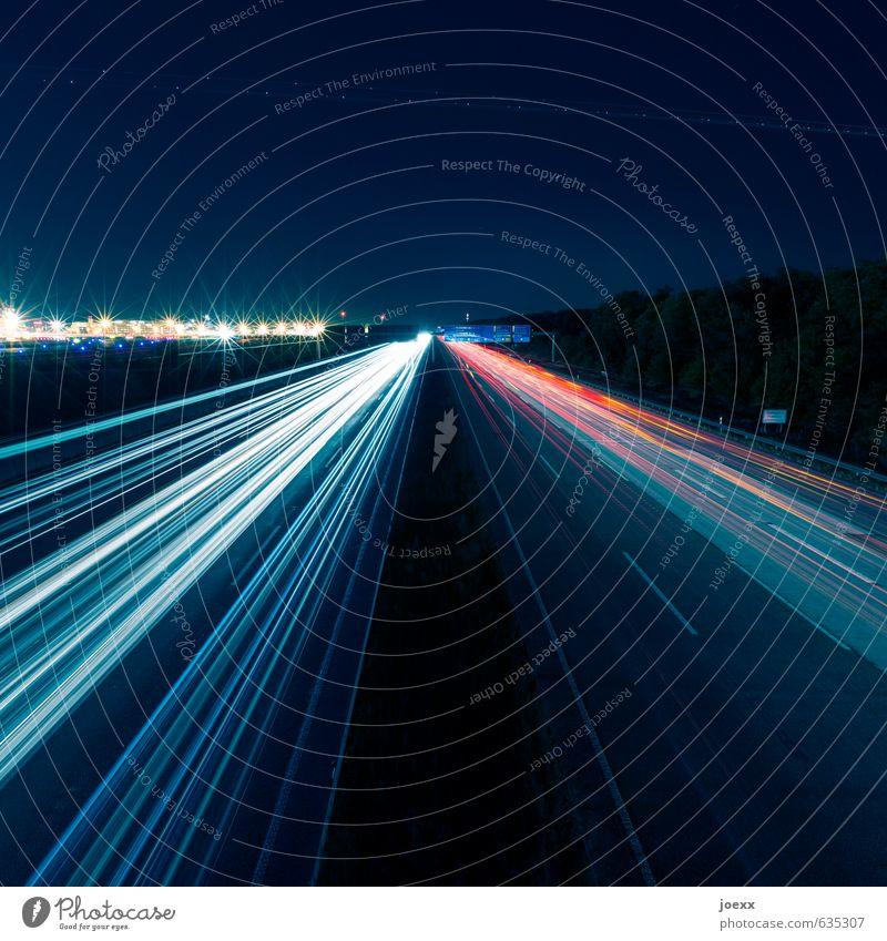 Der Flieger wartet nicht Verkehr Verkehrswege Straßenverkehr Autobahn fahren Geschwindigkeit blau gelb rot schwarz weiß Heimweh Fernweh Farbfoto mehrfarbig