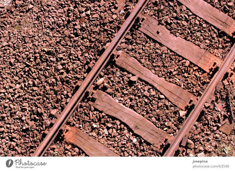 three materials Gleise Verkehr Holzbrett Kies Sonnenlicht Abendsonne Licht tief Fernweh geradeaus Personenzug Güterzug Ferien & Urlaub & Reisen Eisenbahn